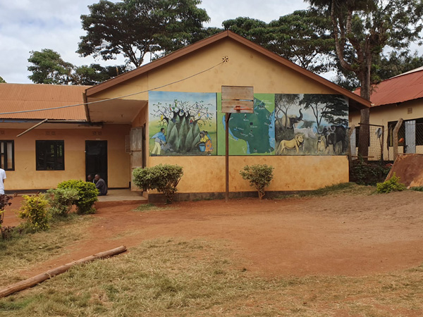חצר בית הספר